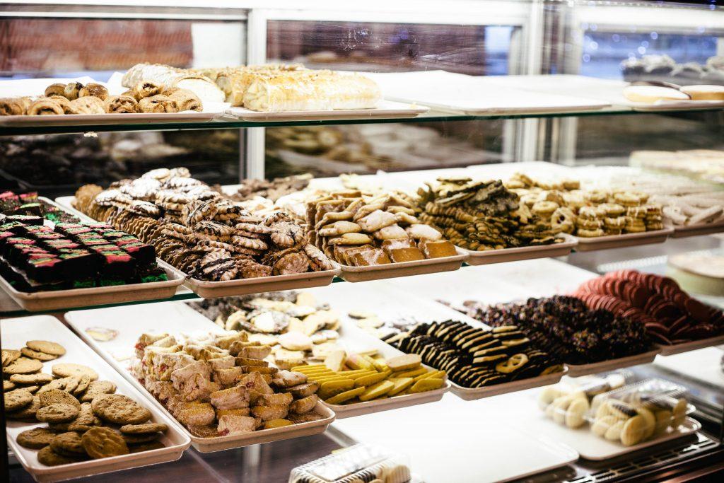 Sütemények egy tálcán